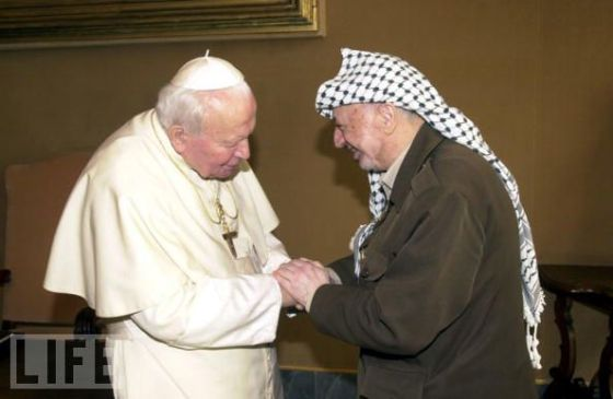 Pope and Arafat Greet