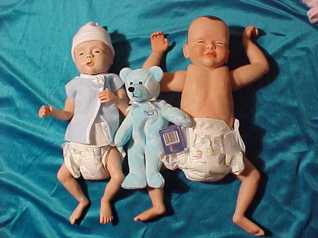 Doll replicas of a 26 and 32 week old baby ...